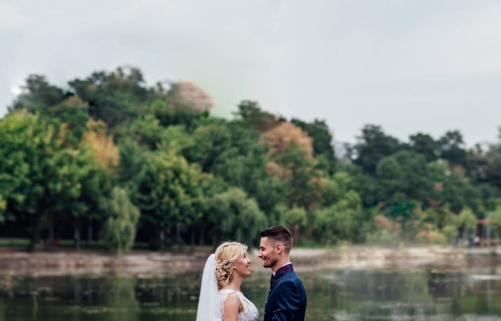 Fordele og ulemper ved at holde brylluppet hjemme i haven
